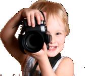 criança com camera na mão